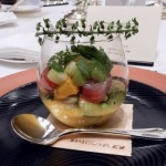 レストラン料理例(グラスにデザート?)