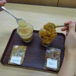 片栗粉を使った実験(たらしてみているところ)